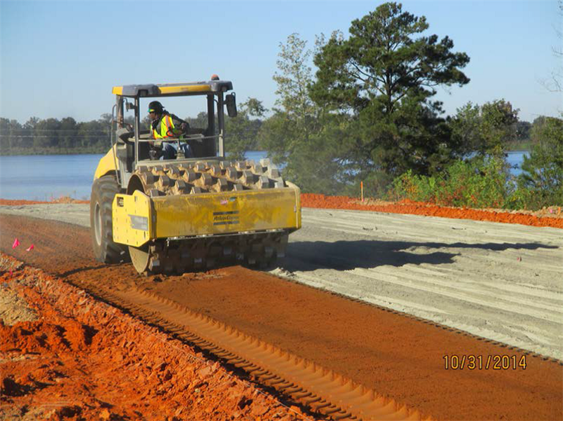 Sheepsfoot roller compacts the mixture